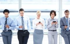 executives_smartphones