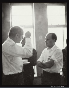 L0043353 Francis Crick talking to S. Benzer in Hyderabad, 1964