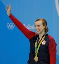 Rio de Janeiro - Nadadora norte-americana Katie Ledecky bate recorde mundial e leva medalha de ouro nos 400m livre nos Jogos Olímpicos Rio 2016, no Estádio Aquático. (Fernando Frazão/Agência Brasil)